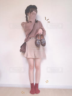 オシャレをする女性の写真・画像素材[2497341]
