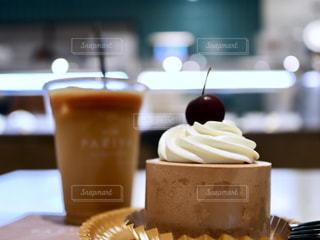 アメリカンチェリーチョコレートショートケーキの写真・画像素材[2289623]