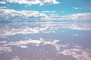 大きな水域の眺めの写真・画像素材[2187255]