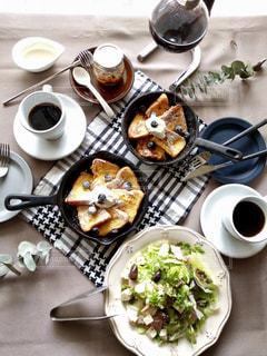 朝食はパンとコーヒーが好きです🍞☕️の写真・画像素材[2218452]