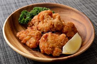 ブロッコリー入りの食べ物の皿の写真・画像素材[2409233]
