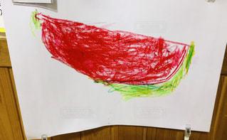 クレヨンで描いたスイカの写真・画像素材[2216857]