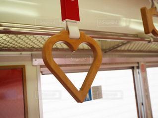 めでたい電車のハートのつり革の写真・画像素材[2221998]
