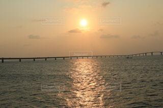 海に沈む夕日の写真・画像素材[4640400]