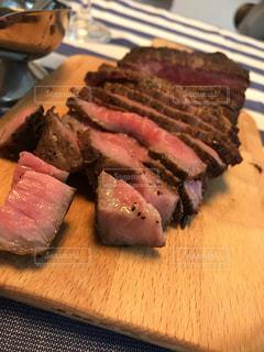柔らか肉のローストビーフの写真・画像素材[2280212]