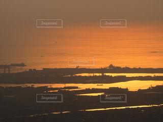 夕暮れの海と空の写真・画像素材[2306688]