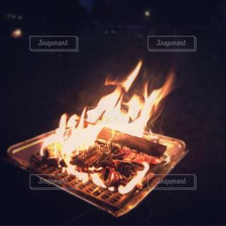 焚き火の写真・画像素材[2195716]