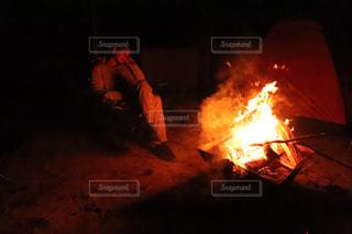 焚き火に浸るの写真・画像素材[2200063]