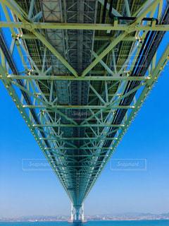 水に架かる大きな橋の写真・画像素材[2407987]