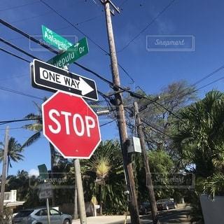 ハワイのとある通りの標識の写真・画像素材[2200441]
