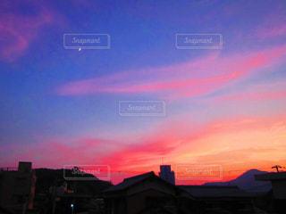 夕暮れ時の都市の眺めの写真・画像素材[2206367]