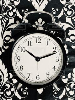 アナログな目覚まし時計の写真・画像素材[2598292]