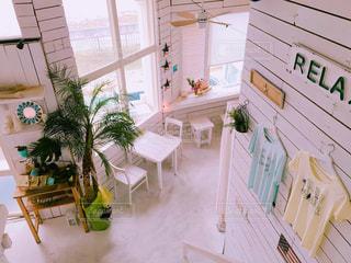海の近くのおしゃれカフェの写真・画像素材[2250976]