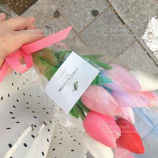 花を持つ手の写真・画像素材[2309989]