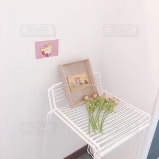 部屋の中の白い家具の写真・画像素材[2791308]