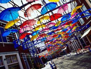 カラフルな傘の写真・画像素材[2192973]