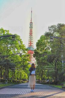 東京タワーとわたしの写真・画像素材[2211594]