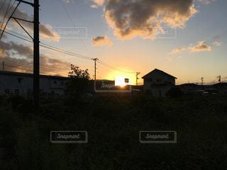 夕日のシルエットの写真・画像素材[2510483]