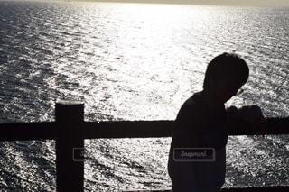 海を見る男の写真・画像素材[2200149]