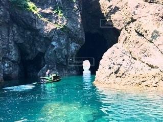 洞窟の向こう側⁉️の写真・画像素材[2322443]
