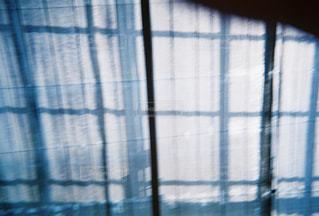 障子とレースのカーテンのぼやけた写真の写真・画像素材[2201925]