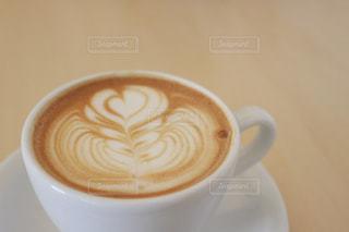 テーブルの上のコーヒーの写真・画像素材[2199805]