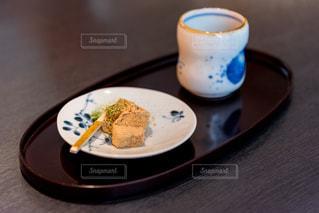 わらび餅とお茶の写真・画像素材[2245723]