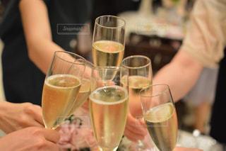 結婚式 乾杯 グラス シャンパンの写真・画像素材[2201075]