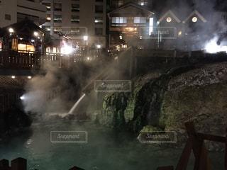 夜の湯畑の写真・画像素材[2201962]