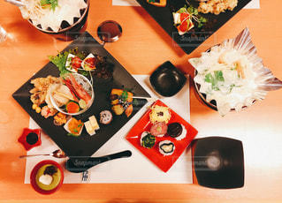 旅館とかで出てきそうな夕飯の写真・画像素材[985967]