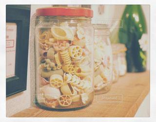 テーブルの上に食べ物の写真・画像素材[986937]