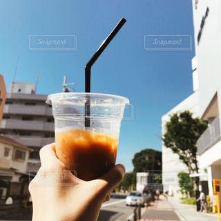 夏空とアイスコーヒーの写真・画像素材[1304653]