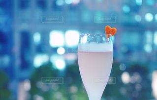 バーで大人のデートの写真・画像素材[2070137]