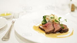 コース料理のローストビーフの写真・画像素材[2114024]