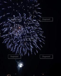空の花火の写真・画像素材[2318137]
