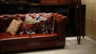 ホテルのロビー革張りのソファの写真・画像素材[2318222]