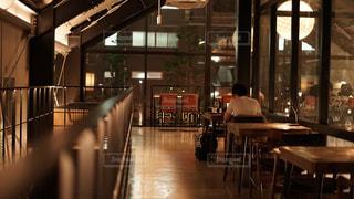 夜カフェの写真・画像素材[2318247]