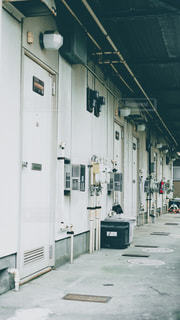 ボロアパートの玄関先の写真・画像素材[2318277]