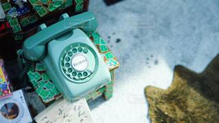 ミントグリーンのレトロな電話機の写真・画像素材[2318580]
