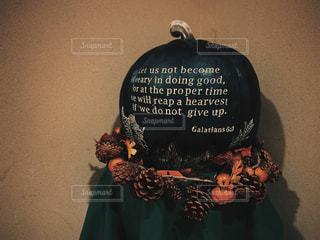 ハロウィンの黒いカボチャの飾り付けの写真・画像素材[2502773]