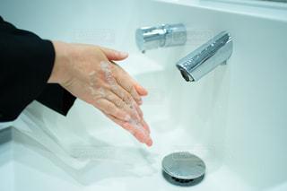 ハンドソープで手洗いする様子の写真・画像素材[2954068]