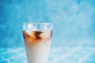 冷たいアイスカフェラテの写真・画像素材[3313503]