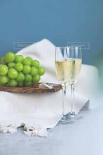 シャインマスカットと白ワインの写真・画像素材[4841543]
