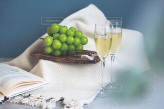 シャインマスカットと白ワインの写真・画像素材[4841546]
