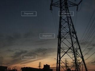 黒い空と光の写真・画像素材[2202144]