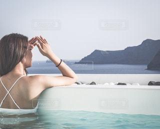 プールからの眩しい絶景の写真・画像素材[2208450]