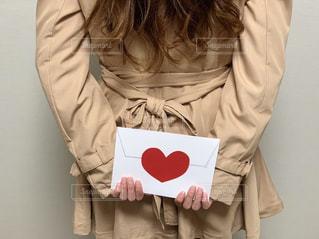 恋をしている女性の後ろ姿の写真・画像素材[2209597]