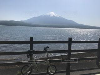 河口湖から眺める富士山の写真・画像素材[2204567]
