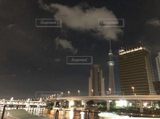 夜の大都会の風景の写真・画像素材[2204907]