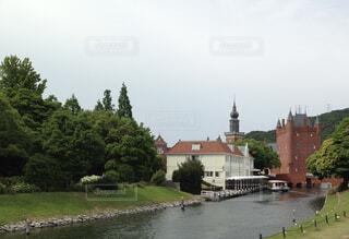 水の体に架かる橋の写真・画像素材[4255945]